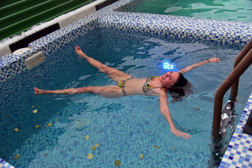 Гости фестиваля с удовольствием искупались в бассейнах под открытым небом.