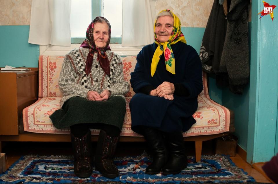 Пожилые женщины еще помнят, как после войны женщины на Полесье рожали дома и в поле. Фото: Вадим ЯКУБЕНОК.