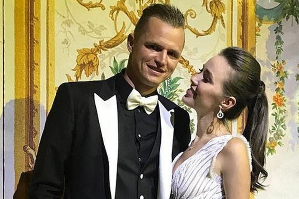 Дмитрий Тарасов и Анастасия Костенко по официальной версии встречались до свадьбы года