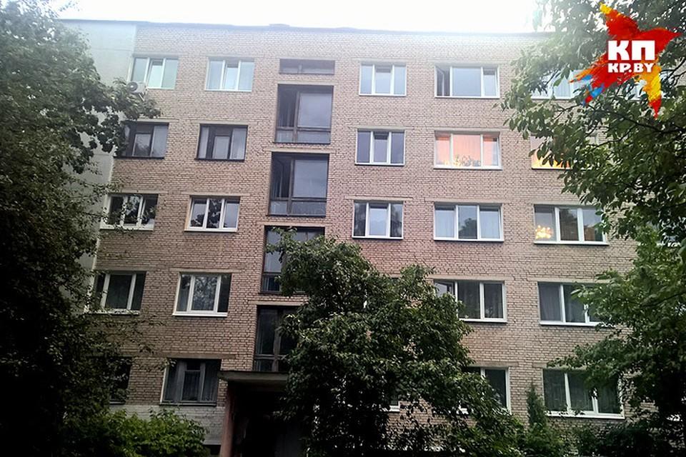 На третьем этаже обычной пятиэтажки на Богдановича жили представители самой опасной страны в мире.