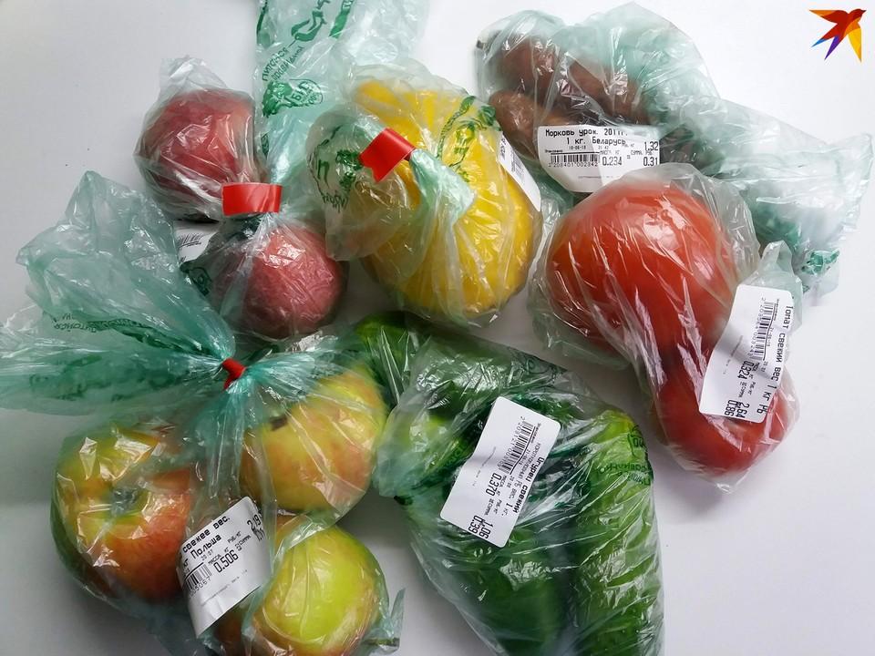 Из магазина иной раз приносишь пакетов больше, чем продуктов.