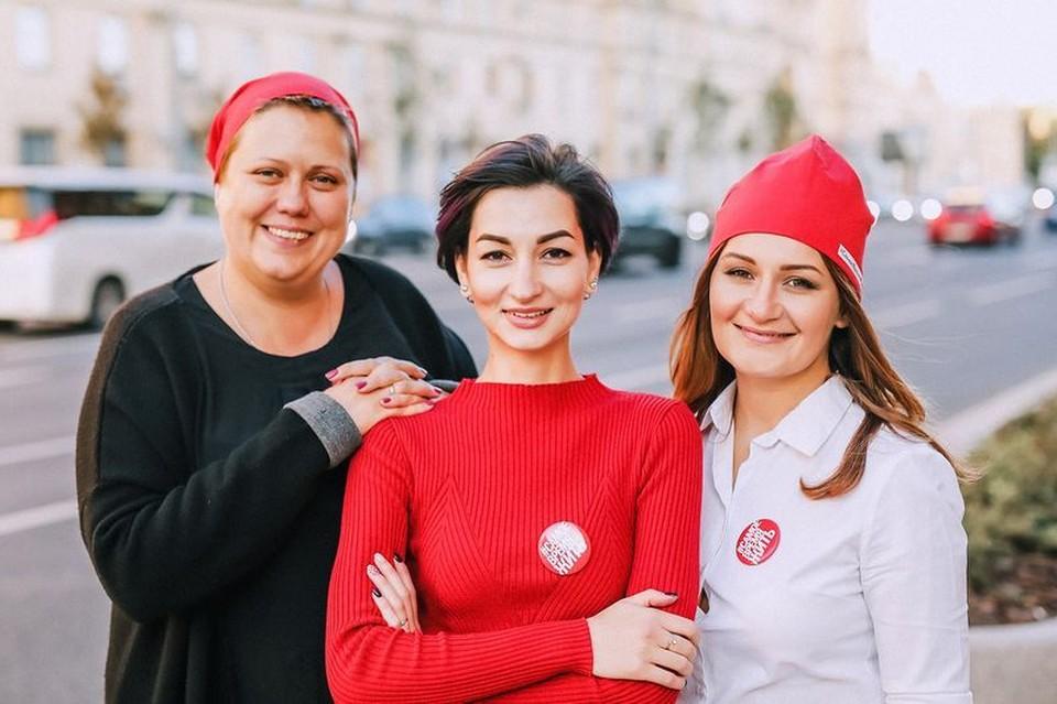 Мария Самсоненко, Алина Суворова Эльмина Елистратова теперь помогают другим людям осознать свой диагноз и начать жить заново - вопреки всему Фото: Азат Биккинин