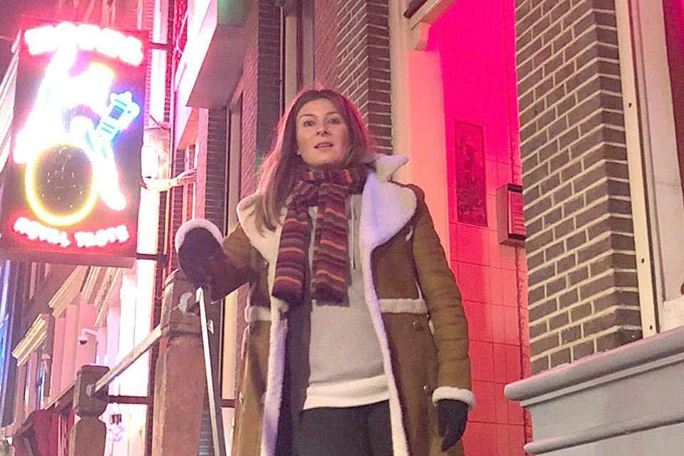 Жанна Бадоева в Квартале красных фонарей. Фото Максим ЛИ