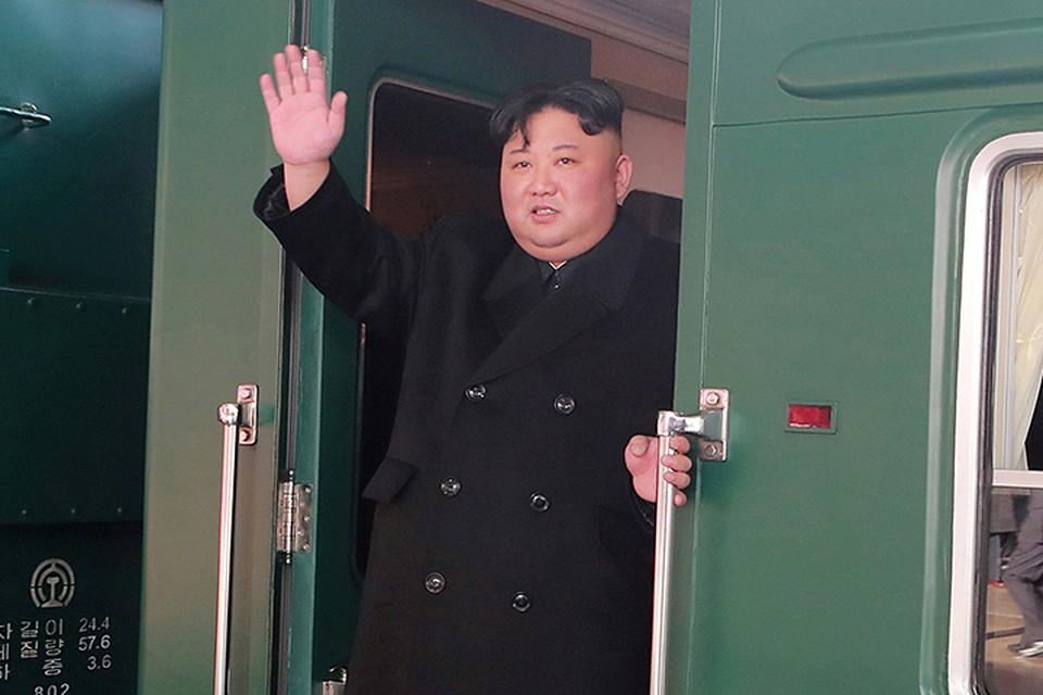 Династия Кимов традиционно не любит авиаперелёты, предпочитая выезжать за границу на самом безопасном транспорте — железнодорожном