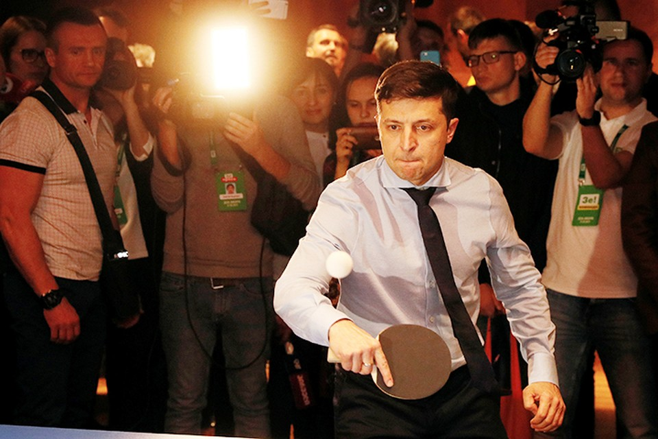 Зеленский по окончании выборов развлекался игрой в настольный теннис