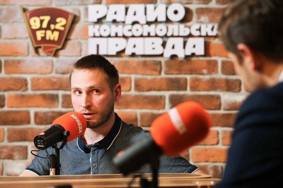 Роман Парфенов в студии Радио «Комсомольская правда».