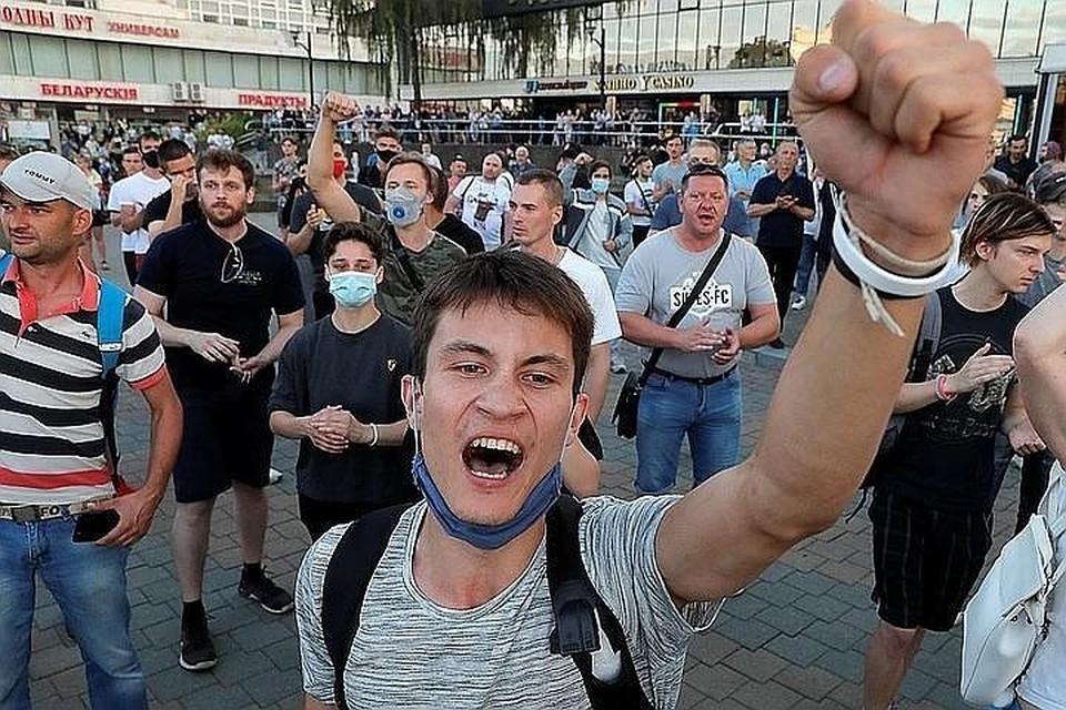 10 августа на улицы Минска снова начали выходить протестующие. В основном молодежь.
