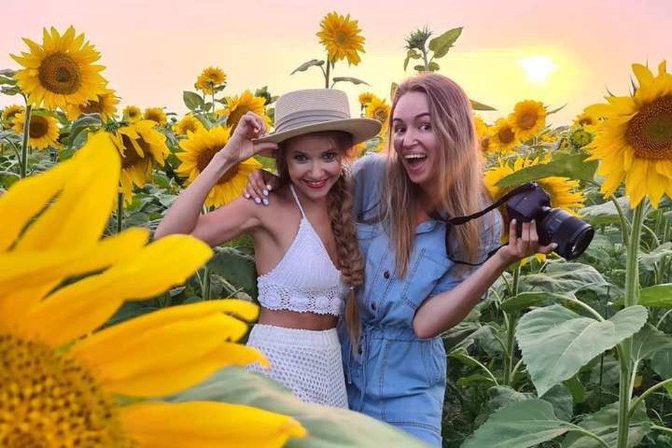 """Поля подсолнухов летом 2020 года стали """"меккой"""" для любителей ярких фотоснимков, но почему именно сейчас? Фото: alelusea/instagram"""