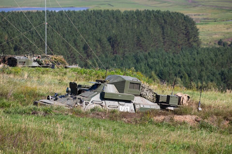 Управление боем из командно-штабной машины на базе БТР