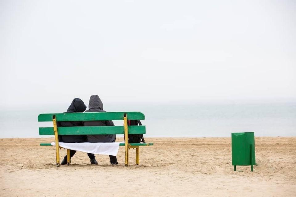 У берега моря устанавливают лавочки, на которых можно отдохнуть. Фото: администрация Краснодарского края