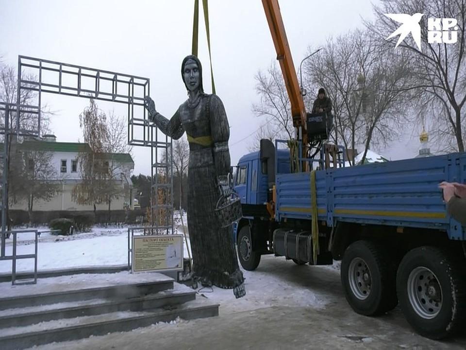Момент сноса памятника Аленке.