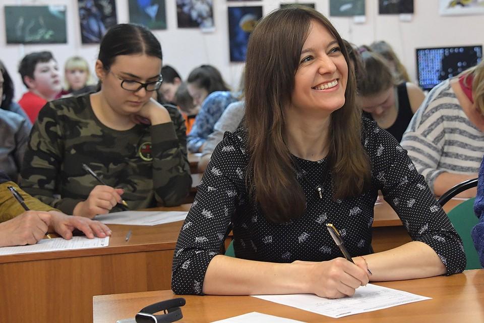Участники ежегодной образовательной акции `Тотальный диктант -2019`в самой большой библиотеке Новой Москвы.