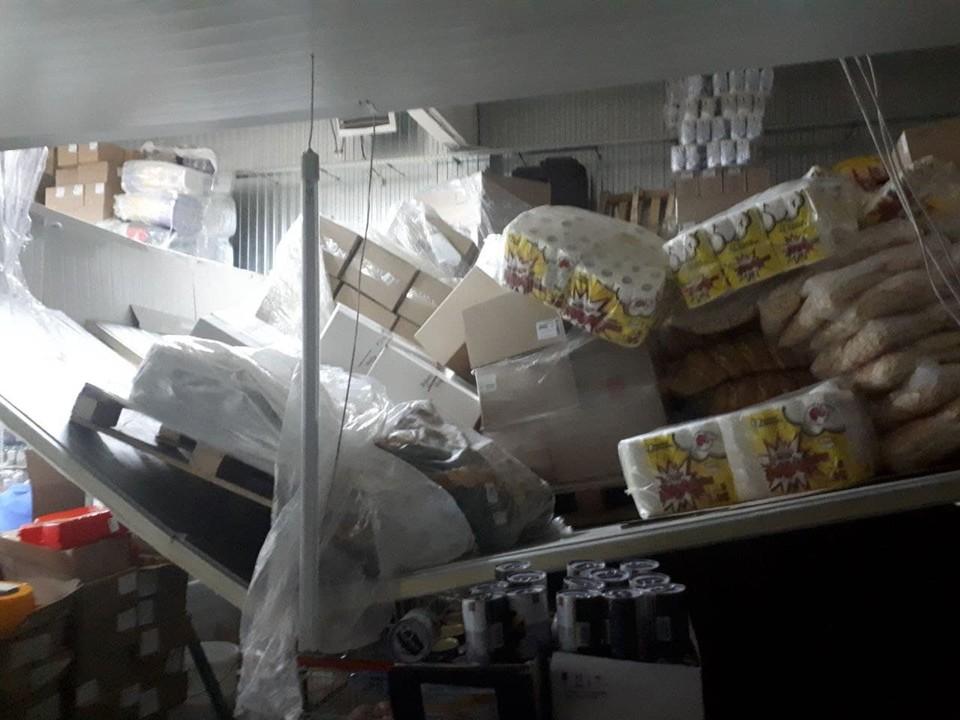 В Пугачеве произошло обрушение в эконом-магазине. Фото предоставлено Пугачевским АСФ ОГУ «Служба спасения Саратовской области»