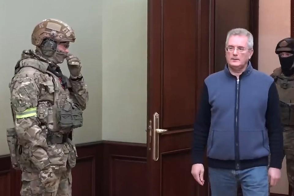 Губернатор Пензенской области Иван Белозерцев во время обыска.