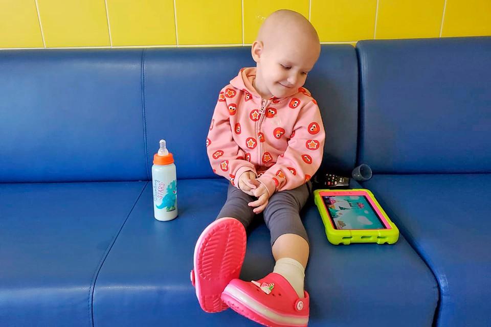3-летняя Соня ждет вашей помощи в борьбе с раком.
