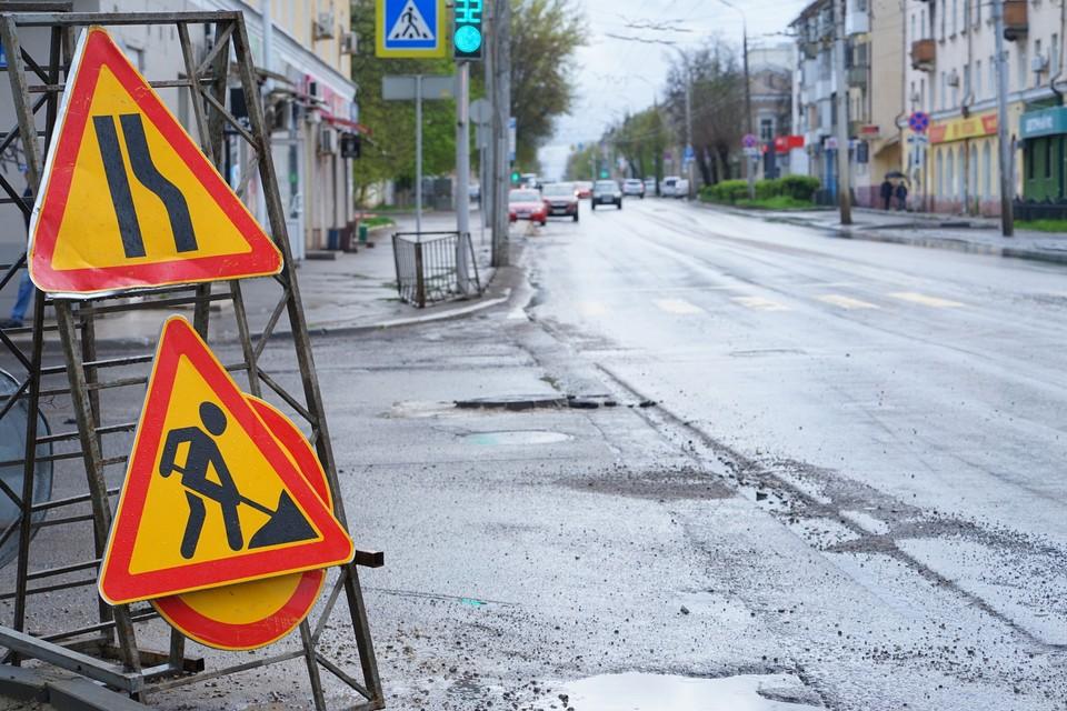 На Октябрьской улице Орла подрядчика заставили переделывать свежий асфальт