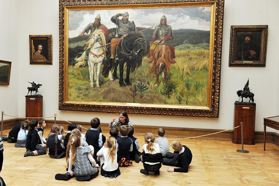 Сейчас в собрании Третьяковки более 180 000 картин и предметов