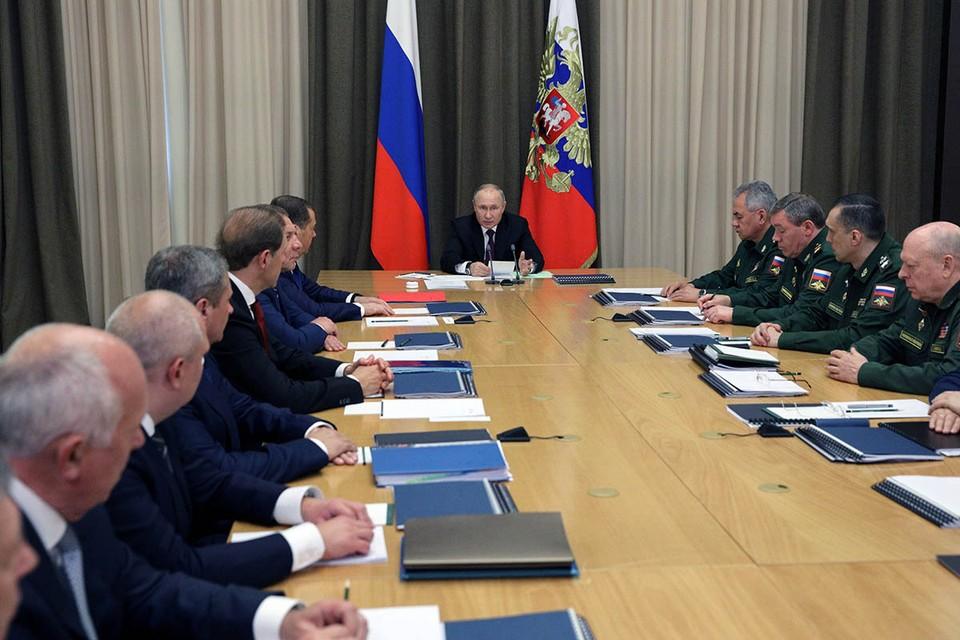 Владимир Путин открыл в Сочи серию совещаний с руководством Минобороны и военно-промышленного комплекса. Президент обсудил, как за последнее время изменилась армия.