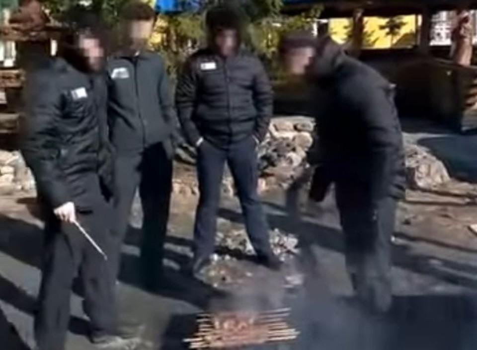 """заключенные рыбинской колонии устроили пикник и сняли его на видео. скриншот с видео, издание """"Ярновости"""""""