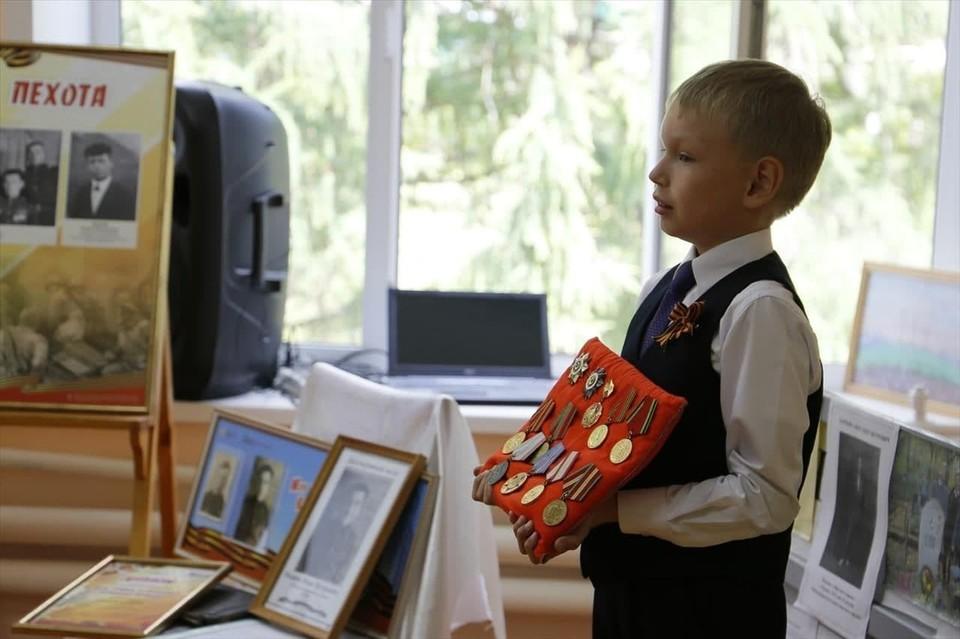 """Школьники со всей Чувашии собирают архивные материалы о подвигах своих родных, проводят настоящие исторические исследования Фото: Культурно-выставочный центр """"Радуга"""""""