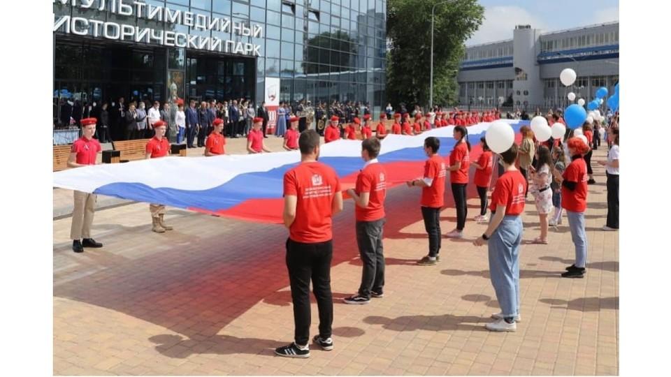 Флаг размером 90 на 5 метров развернули в Ростове.