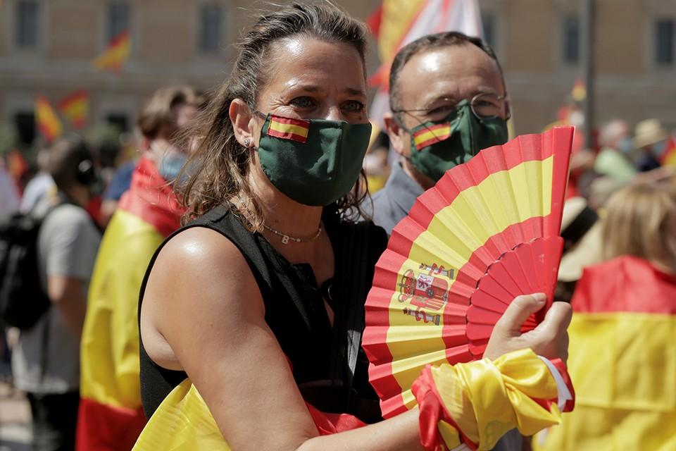 Испанцы протестуют против помилования каталонских политиков.