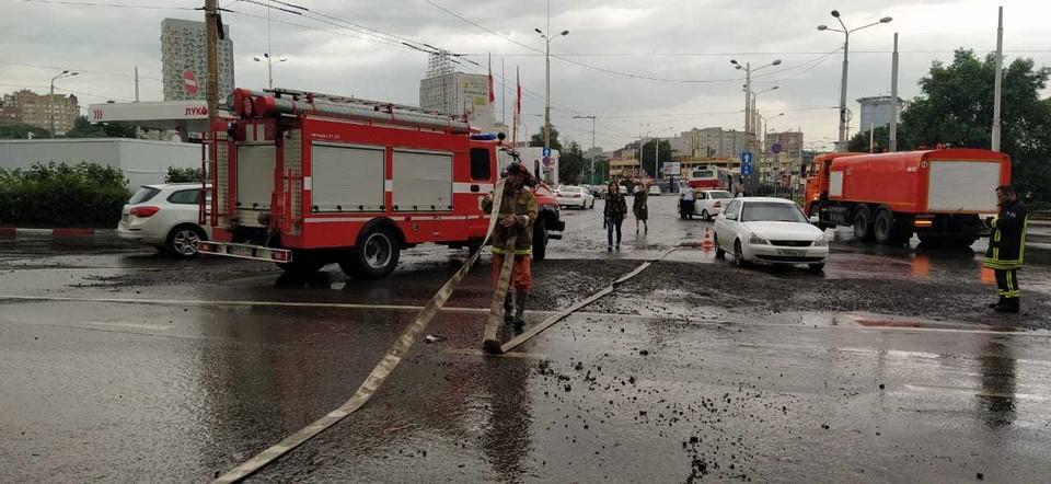 Известно, что на улицы бороться со стихией вышла 101 бригада. Фото: ГУ МЧС России по РО
