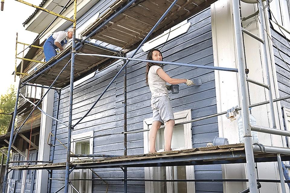 А в свободное время «Счастливые» проводят «Том Сойер Фесты», приводя в порядок фасады старых домов.