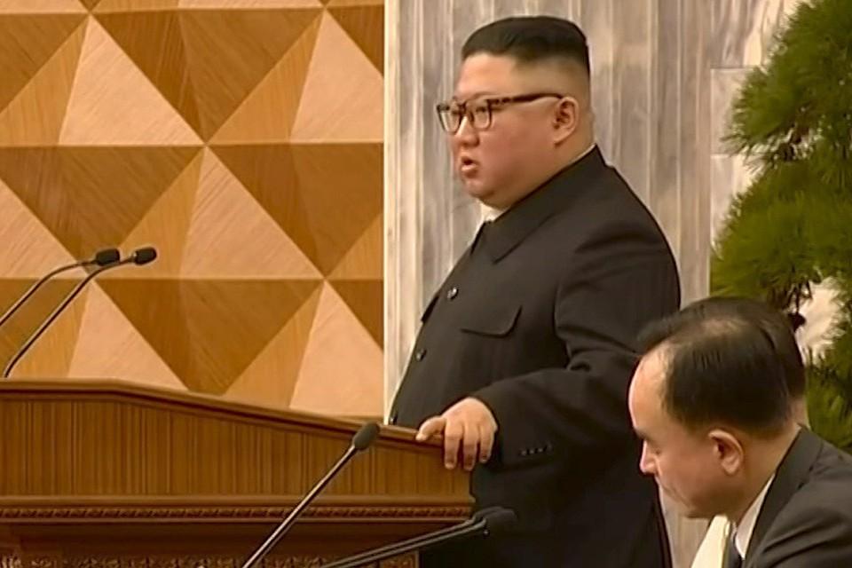 Ким Чен Ын на партийном съезде, июнь 2021 г.