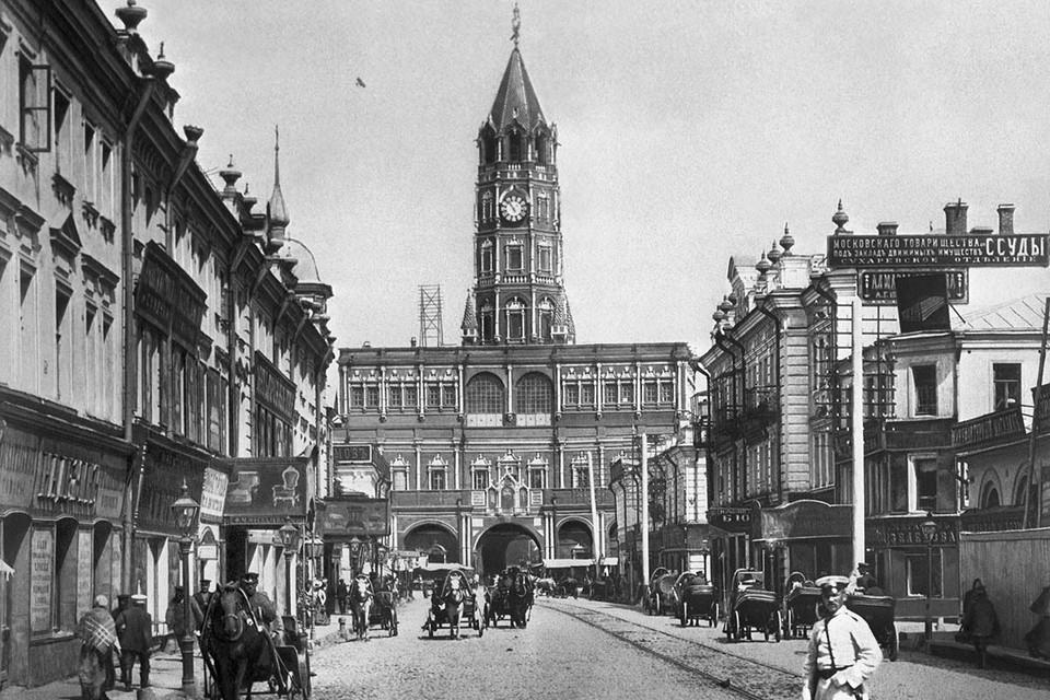 Улица Сретенка и Сухарева башня, 1890 год. Фото: Репродукция Фотохроники ТАСС
