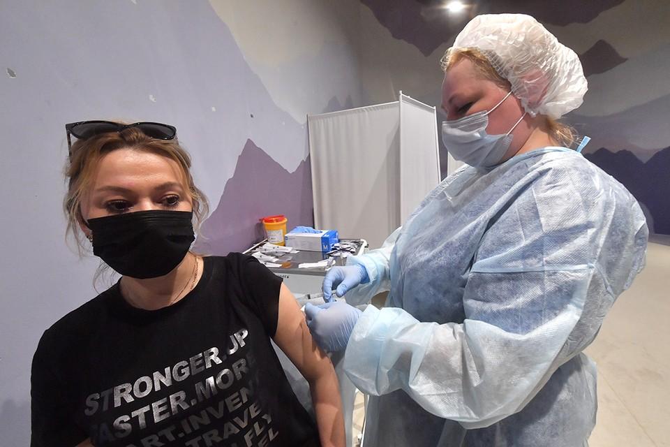 В столице массовая вакцинация от коронавируса началась еще в декабре 2020 года.