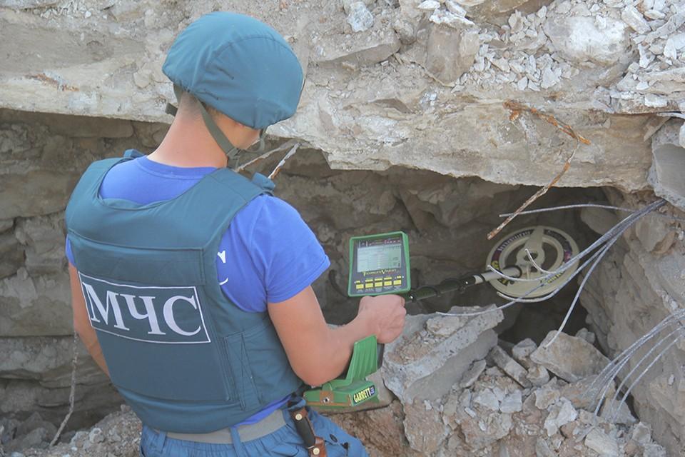Пиротехники обследовали на наличие смертоносного металла мемориал и его окрестности – всего более 15 гектаров. Фото: МЧС ДНР
