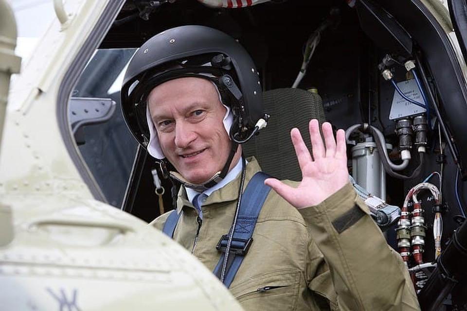 Николай Патрушев на борту боевого вертолета «Ночной охотник» (Ми28Н). Фото: Виктор ПОГОНЦЕВ/Интерпресс/ТАСС