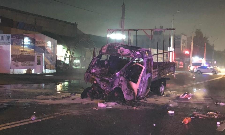В Тюмени в «Газели», попавшей в ДТП с автобусом, заживо сгорели два человека.