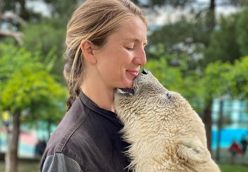 Лена - медведица - так все зовут сотрудницу парка, выкормившую медвежат