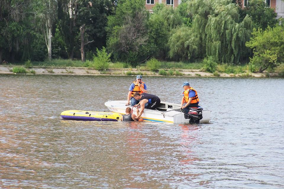 Происшествие случилось на пруду «Сахалин» в Буденновском районе столицы. Фото: МЧС ДНР
