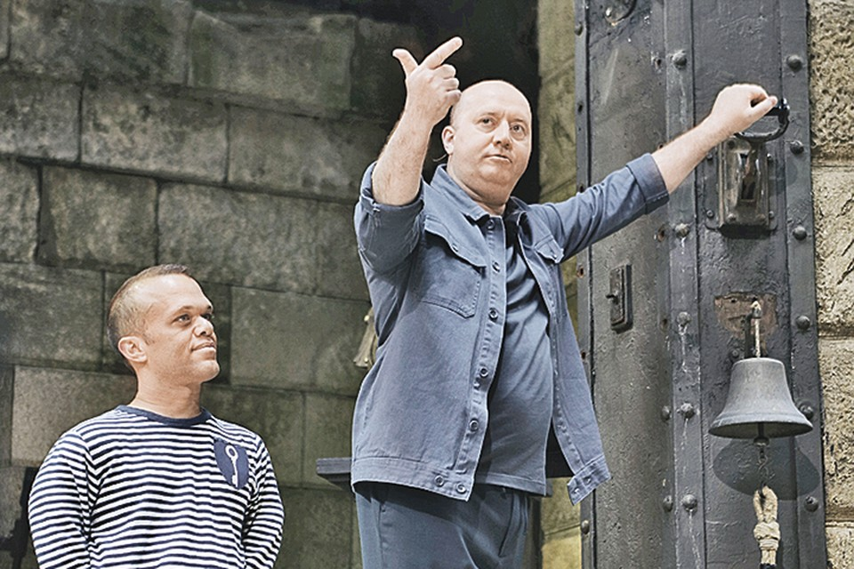 Бурунов - звезде проекта Паспарту: - Оценит даже Бонапарт тот факт, что я веду «Боярд»! Фото: Канал СТС