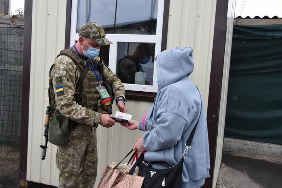 Украинским пограничникам еще нужно доказать, что вы едете в незалежную по причинам гуманитарного характера. Фото: ГПСУ