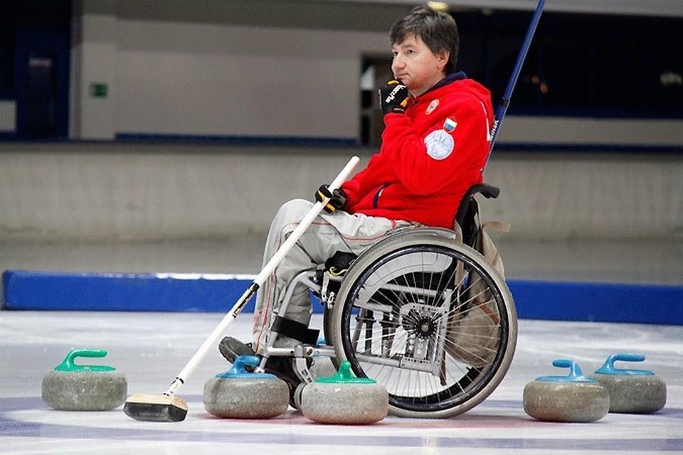 Марат Романов прикован к инвалидной коляске с 1996 года