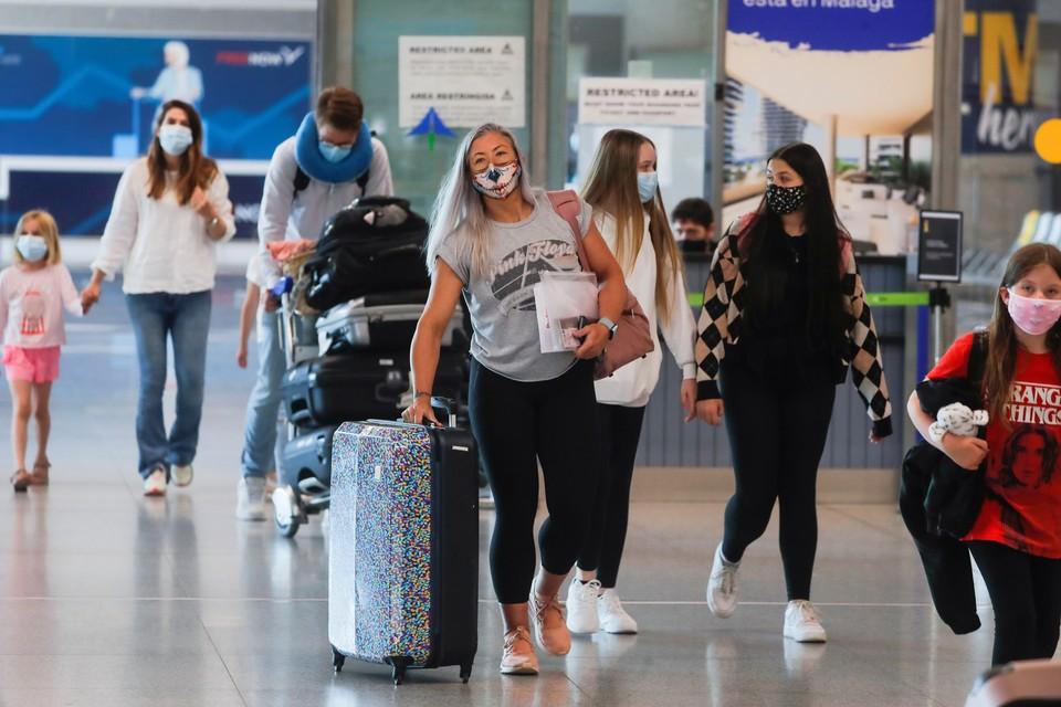 В Европе большинство ограничения на международные полеты уже сняты, и в авиакомпаниях заявляют, что отсутствие двустороннего движения серьезно подрывает экономику отрасли.