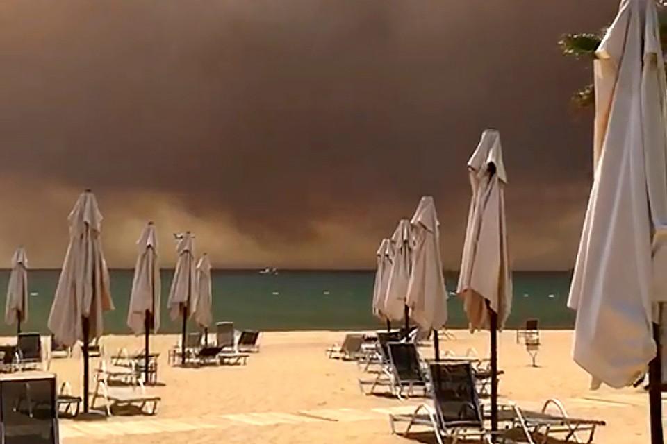 Вблизи турецких курортов полыхают лесные пожары.
