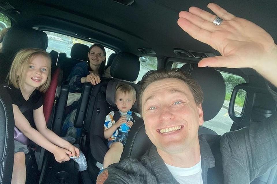 На днях Сергей Безруков забрал жену Анну и новорожденного сына Василия домой. Фото: Инстаграм.
