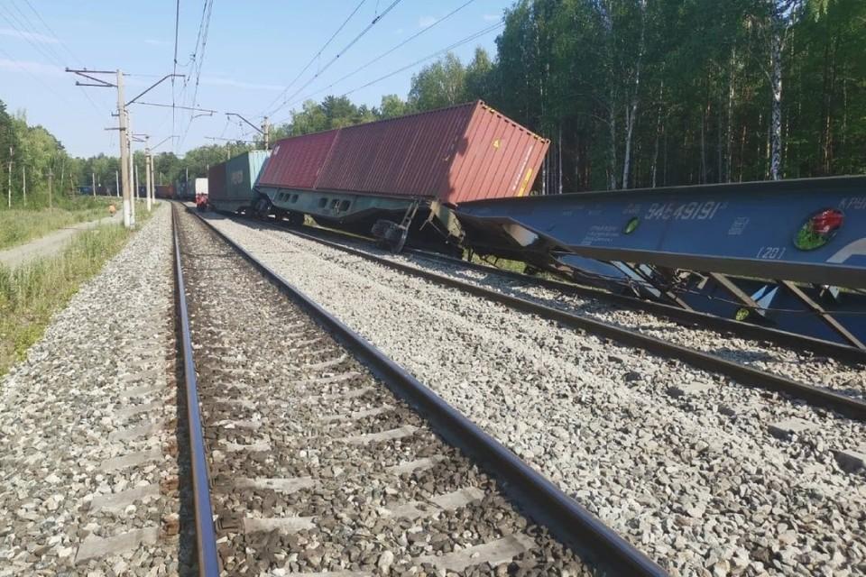 После столкновения двух грузовых поездов в Забайкалье, с рельсов сошли 8 вагонов. Фото: ГУ МЧС России по Забайкалью