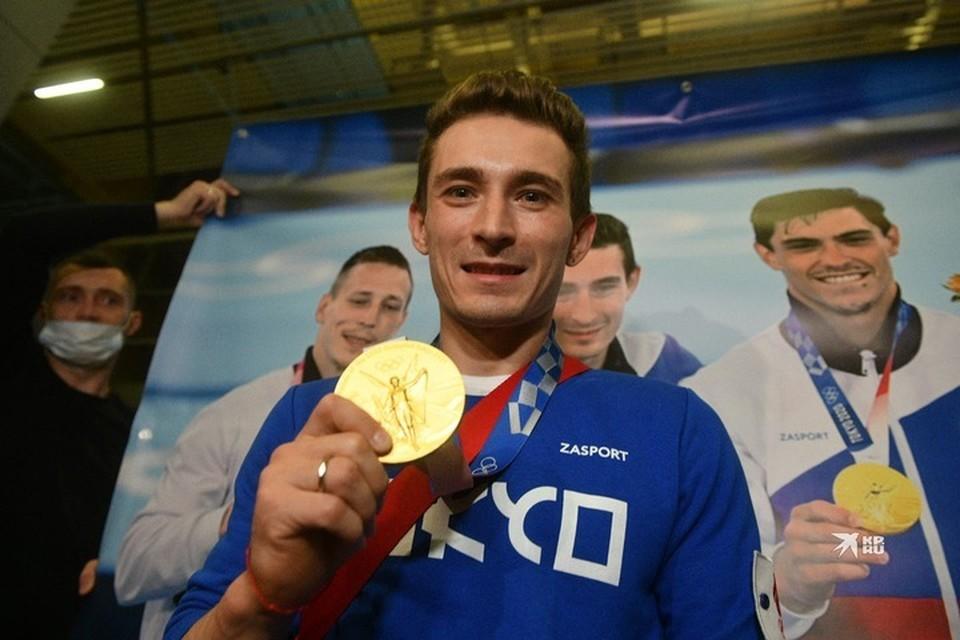 Уралец с гордостью показывал золотую медаль