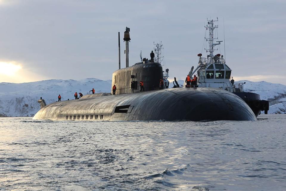 Российская подводная лодка «Орел» проекта 949А «Антей» имеет подводное водоизмещение в 23 900 тонн, длину 154 метра, ширину корпуса 18,2 метра и среднюю осадку 9,2 метра. Фото: Андрей Лузик/пресс-служба Северного флота/ТАСС