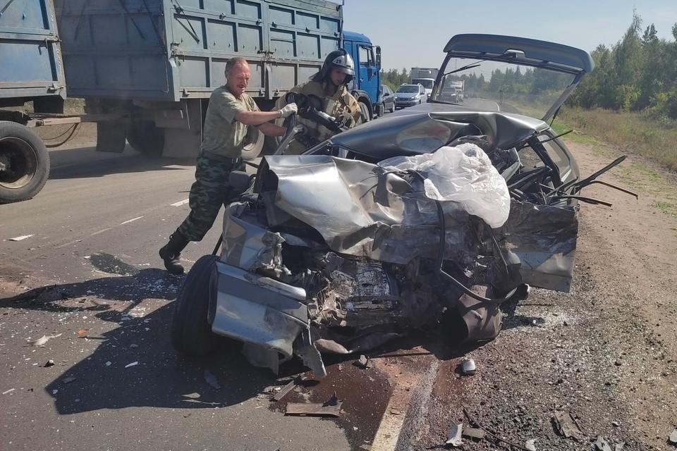 В Липецкой области в ДТП с грузовиком погиб водитель легковушки