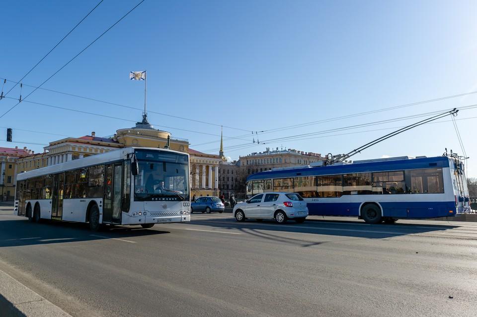 С 1 сентября общественный транспорт Петербурга начал работать в усиленном режиме