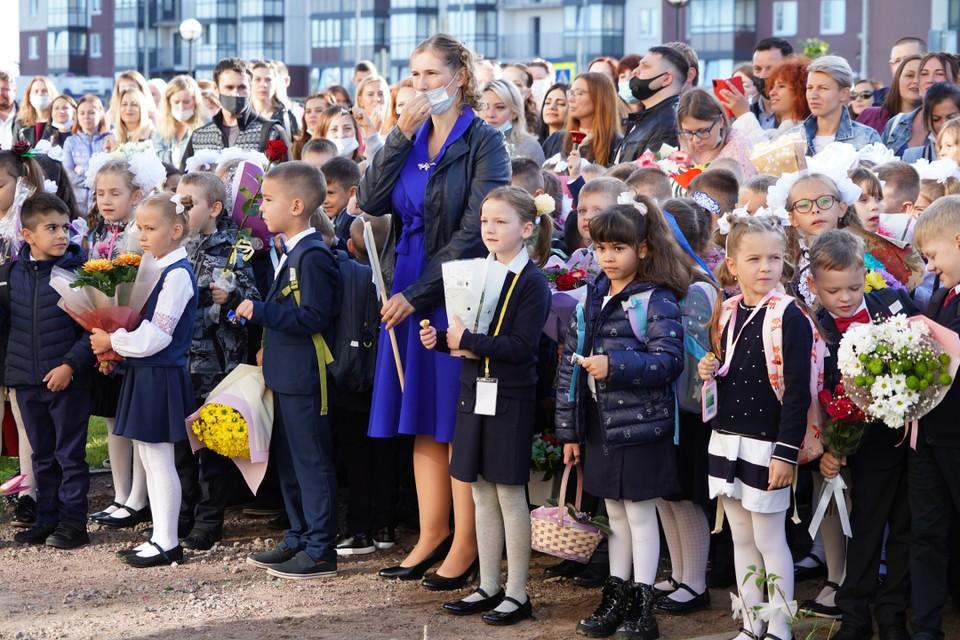 Первая новогореловская школа приняла в своих стенах 6 первых классов. Фото: Сергей ТАРАСОВ.