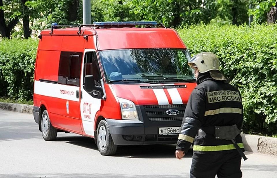 В тушении пожара принимали участие 15 единиц техники и 60 человек личного состава.