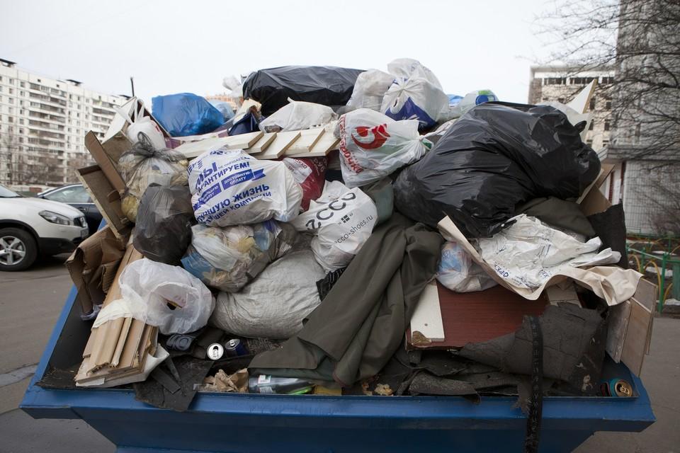 Сибиряки жаловались на вывоз мусора.
